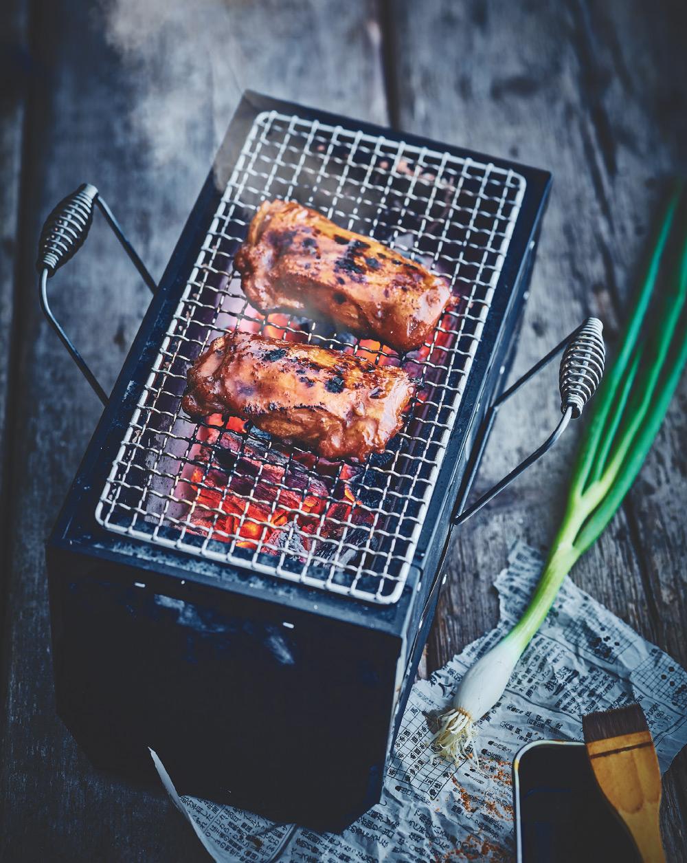 OOKIITORI, Haut de cuisse de poulet avec peau sans os, cuit au barbecue à la sauce Teriyaki