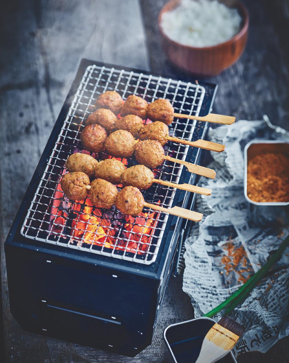 yaki Tsukune Shichimi - Brochette de boulettes au poulet épicé, cuite